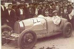 Año 1927. Carrera de coches.