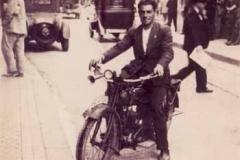 Año 1930. Motocicleta BSA en Sevilla.