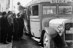 Año 1933. Autobús de la marca De Dion Bouton que hacía la línea Sevilla-Alcalá
