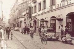 Año 1941. Clásicos en la calle Amor de Dios.
