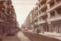 Año 1960. Clásicos en la calle Asunción.