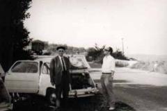 Año 1969. Dos Seat 600 refrescando el motor.