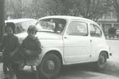 Año 1968. Los dos primos y el 600 de José Félix Erice.