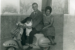 Año 1963. Vespa familiar.