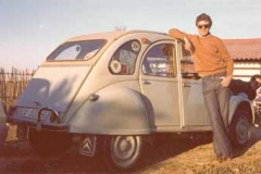 Año 1972. Pantalones campana y 2 CV.